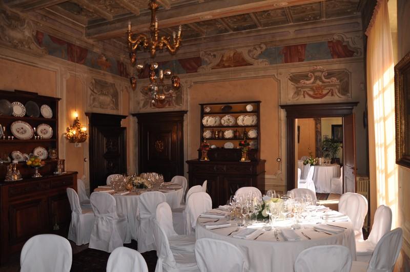 sala apparecchiata per matrimonio